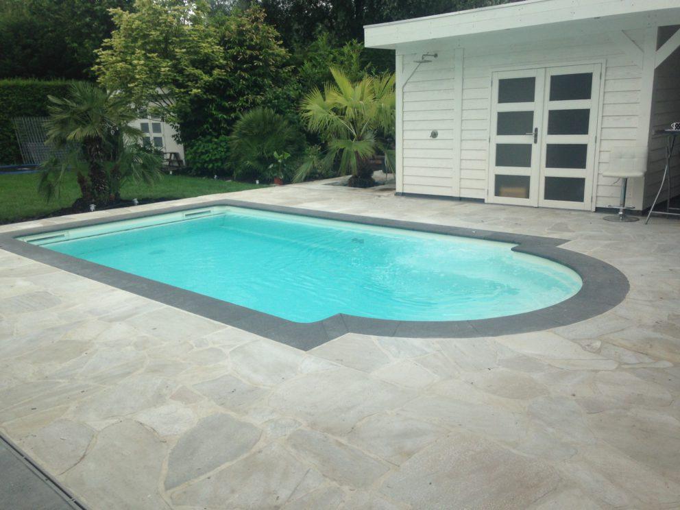 Heerlijk genieten in uw polyester zwembad with zwembad for Vierkant zwembad met pomp