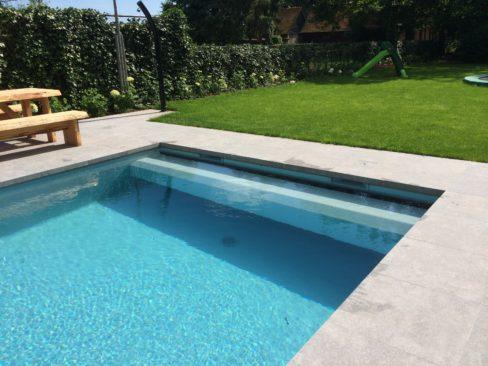 Bouwkundig zwembad in voorthuizen waterwel - Zwembad betegeld grijs ...